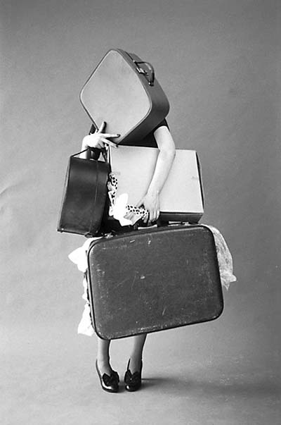 tim-walker_iris-palmer-and-her-suitcases_italian-vogue